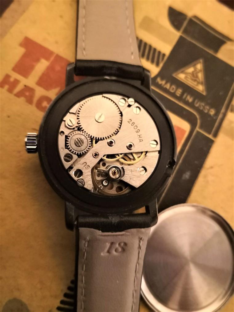 Montre Raketa Copernic : calibre 2609 HA.