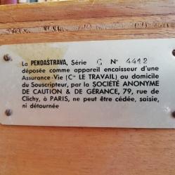 Détail plaque didentification.