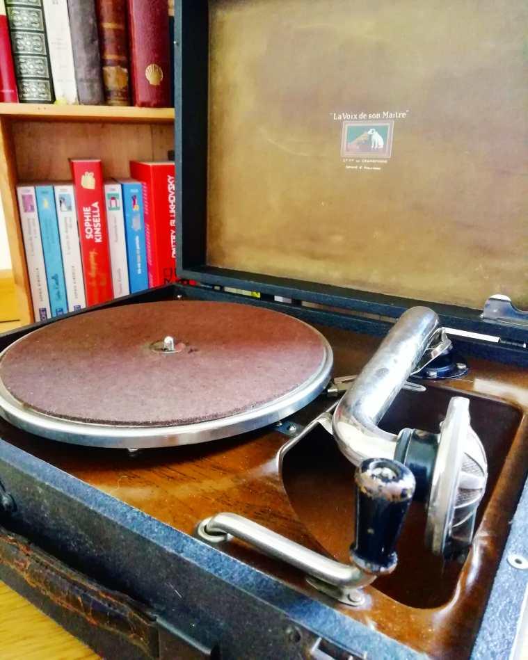 """Gramophone """"La voix de son maître"""" modèle 99."""